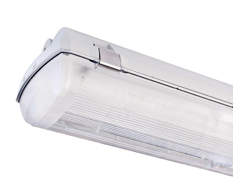 Armatur til LED-rør med gennemfortrådning